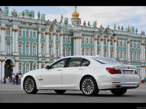 2013 BMW 7-Series  - Rear - Picture # 8