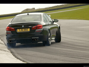 2012 BMW M5 UK-Version | Caricos.com