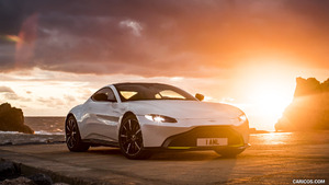 2019 Aston Martin Vantage (Morning Frost White)