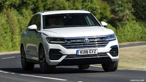 2019 Volkswagen Touareg (UK-Spec)