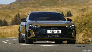 2022 Audi RS e‑tron GT (UK‑Spec)
